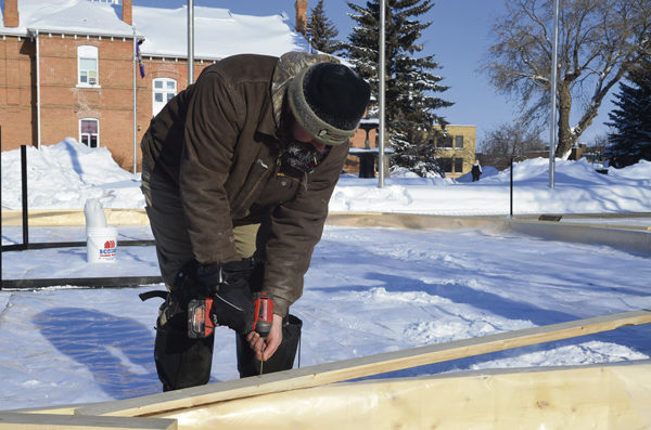 Construction worker fastens crokicurl boards