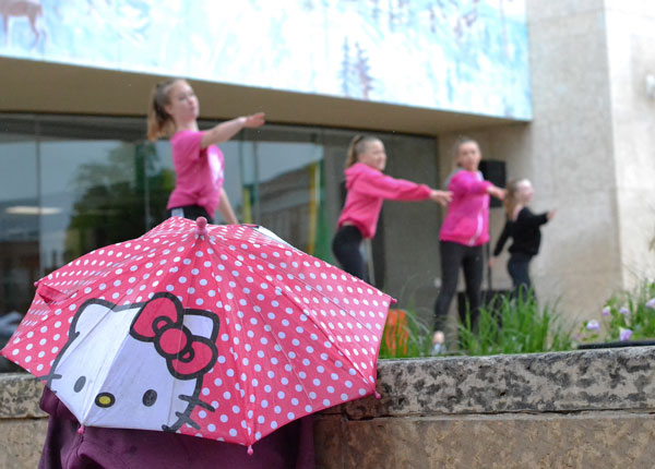 Street Fair thrives in rainy weather | Prince Albert Daily Herald