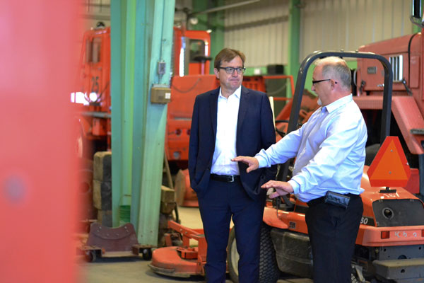 Minister tours local airport to see federal government investments | Prince Albert Daily Herald